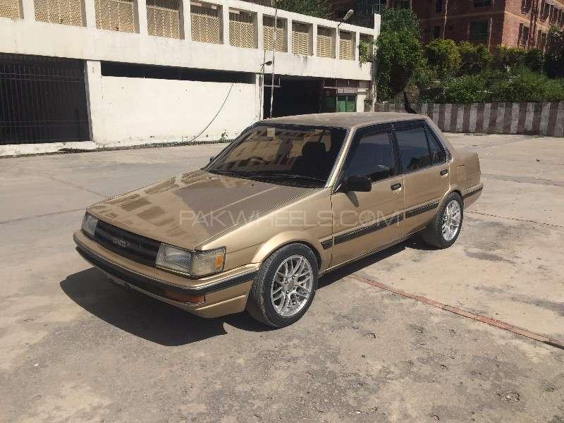 Toyota Corolla DX Saloon 1986 Image-2