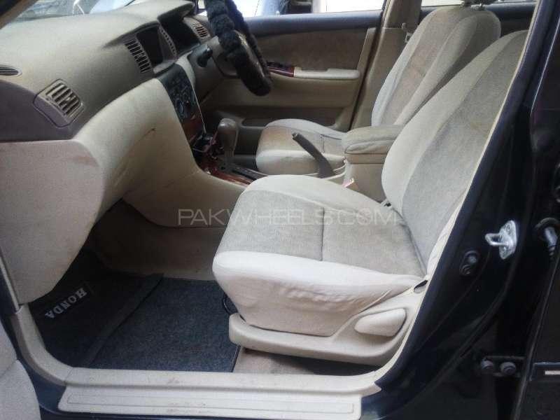 Toyota Corolla SE Saloon Automatic 2004 Image-4