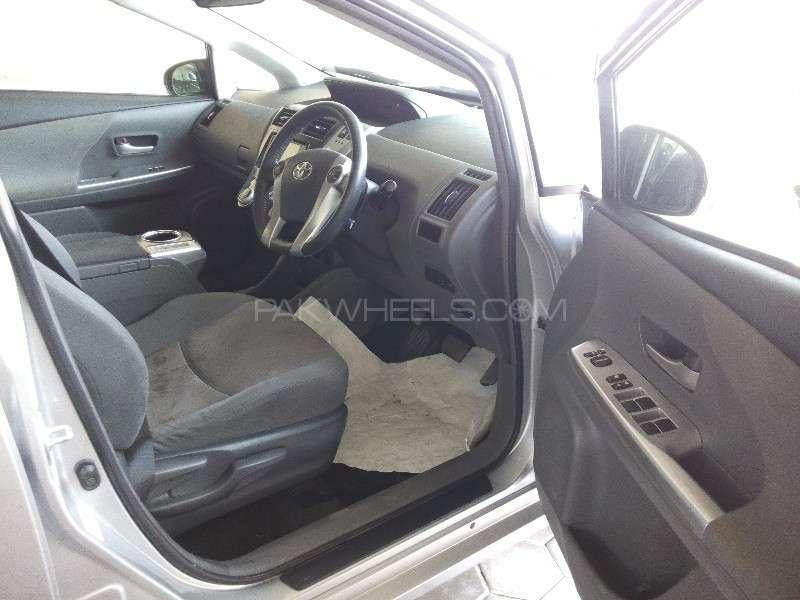 Toyota Prius Alpha G Touring 2012 Image-10