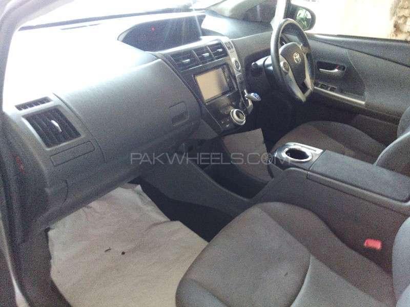 Toyota Prius Alpha G Touring 2012 Image-12