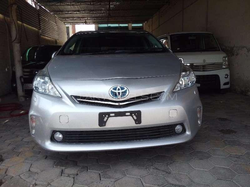 Toyota Prius Alpha G Touring 2012 Image-2