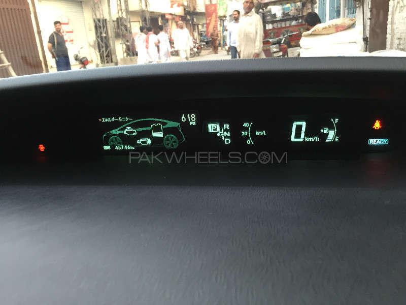 Toyota Prius G 1.8 2010 Image-8