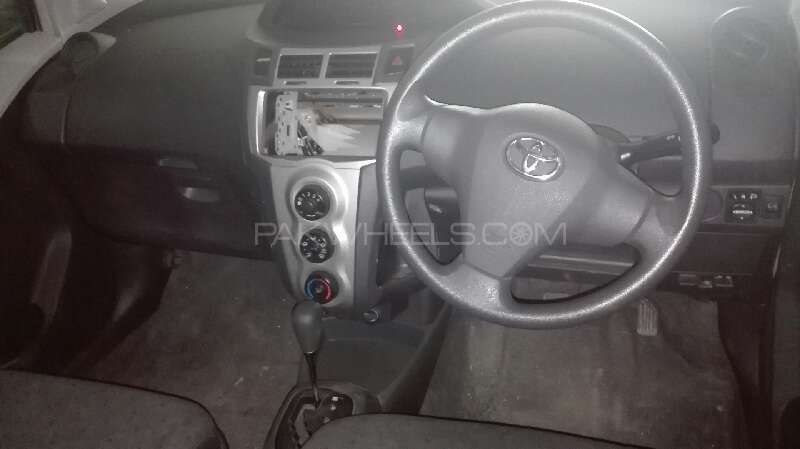 Toyota Vitz F 1.0 2009 Image-6
