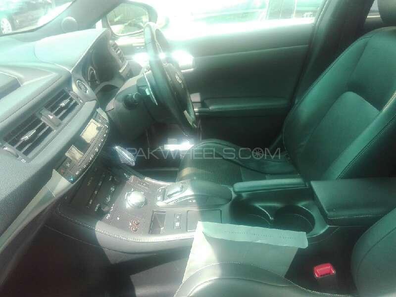 Lexus CT200h 2012 Image-3