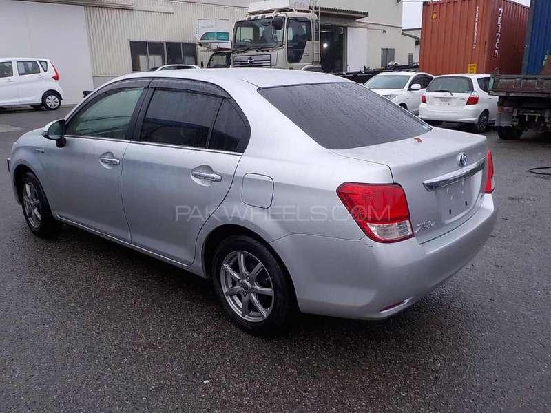 Toyota Corolla Axio Hybrid 1.5 2013 Image-9