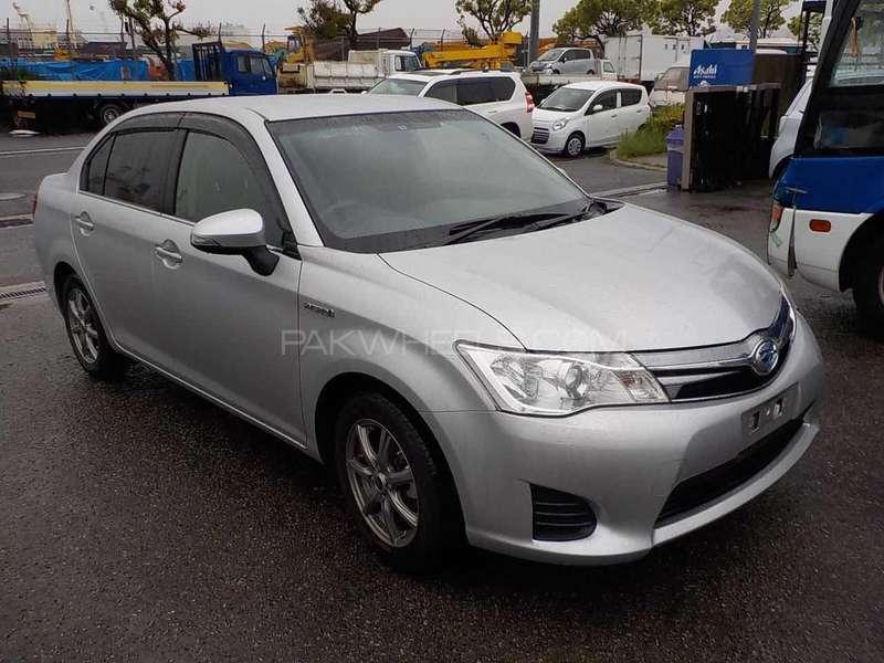 Toyota Corolla Axio Hybrid 1.5 2013 Image-10