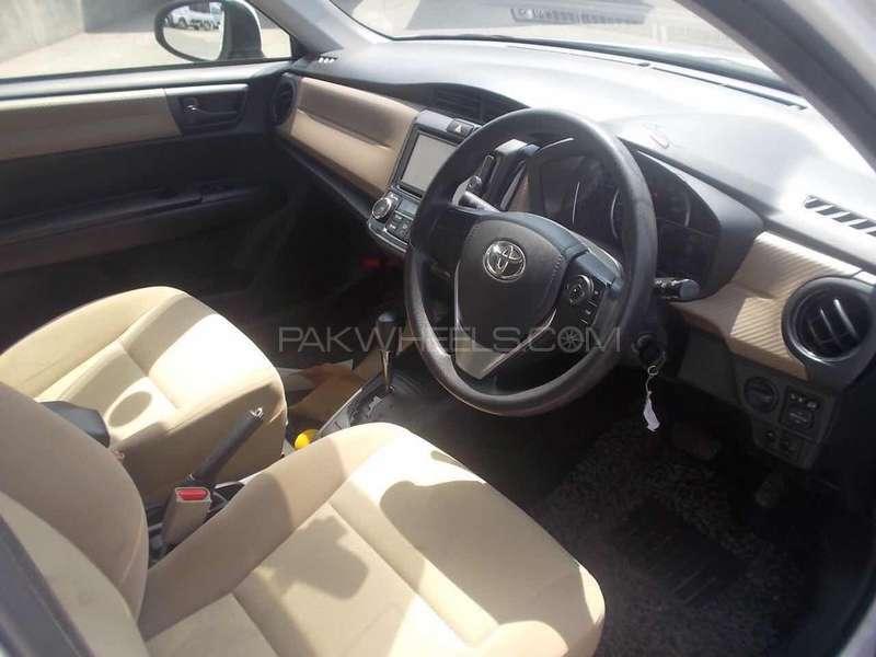 Toyota Corolla Axio Hybrid 1.5 2013 Image-4