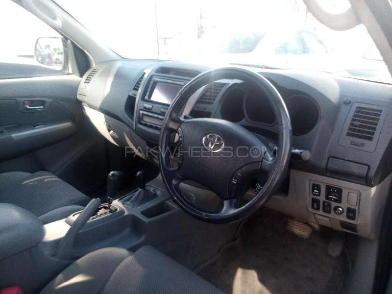 Toyota Hilux D-4D Automatic 2010 Image-6