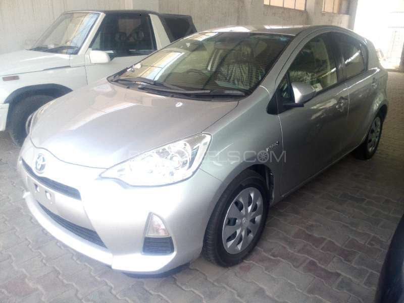 Toyota Aqua S 2012 Image-2