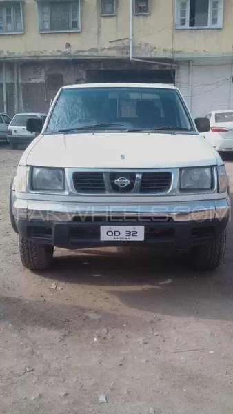 Nissan Other 2001 Image-1