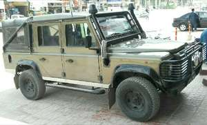 Slide_land-rover-defender-110-1994-11597308