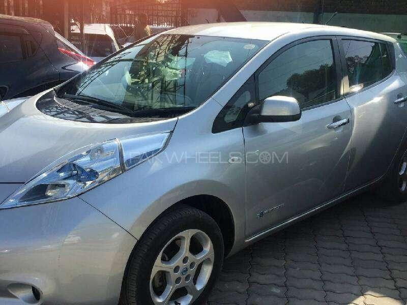 Nissan Leaf S 2011 Image-1