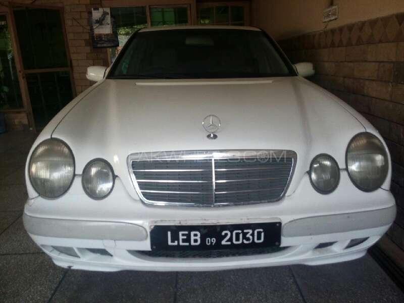 Mercedes Benz E Class 2000 Image-1