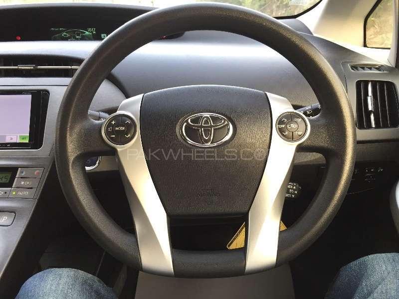Toyota Prius L 1.8 2012 Image-8