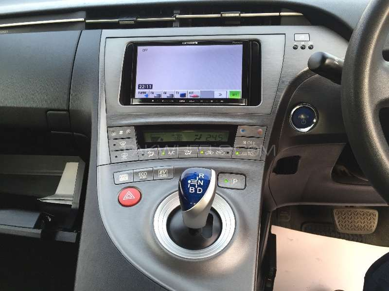 Toyota Prius L 1.8 2012 Image-12