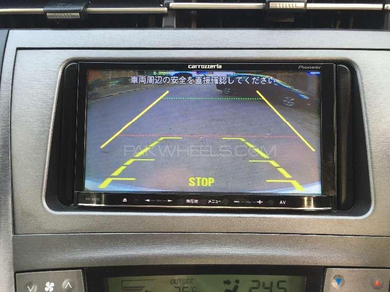 Toyota Prius L 1.8 2012 Image-13