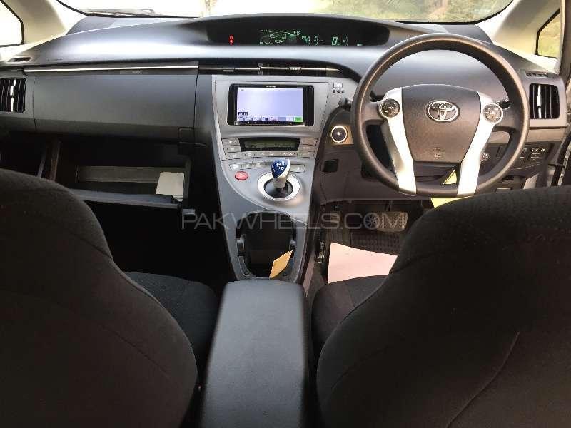 Toyota Prius L 1.8 2012 Image-18