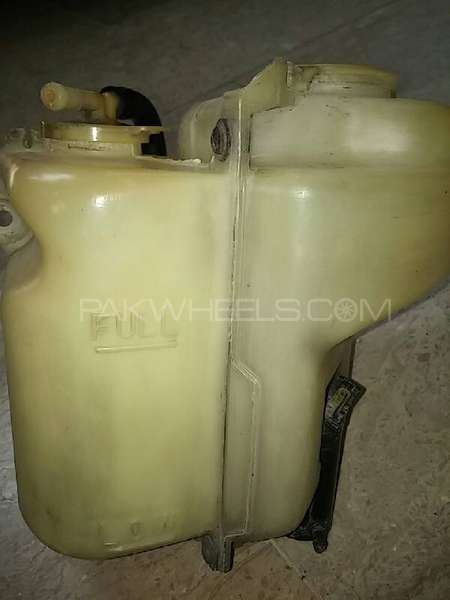 Corolla 1980-81-82 KE70 windscreen washer bottle. Image-1