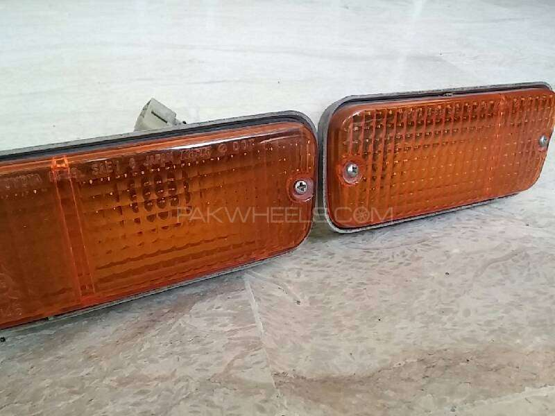 Front bumper indicator lights for KE70 Corolla 1980-81-82 Image-1