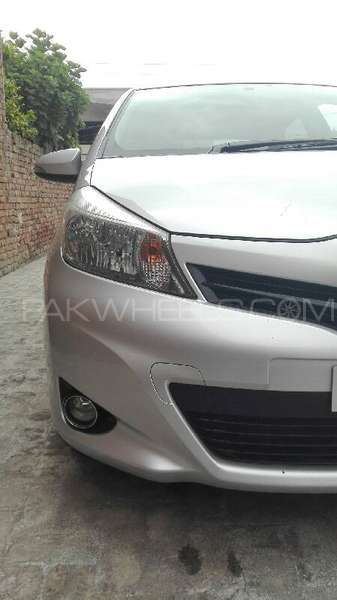 Toyota Vitz F Intelligent Package 1.0 2011 Image-1