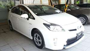 Toyota Prius S 1.8 2013 for Sale in Islamabad