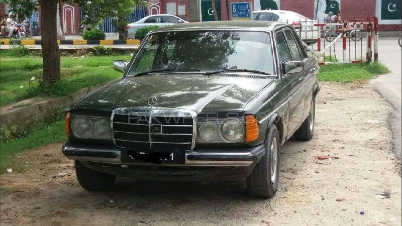 Mercedes Benz 200 D 1975 Image-1