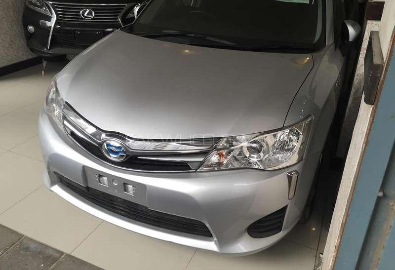 Toyota Corolla Axio Hybrid 1.5 2013 Image-13