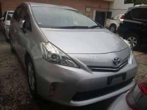 Toyota Prius Alpha 2013 for Sale in Karachi