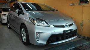 Slide_toyota-prius-1-8s-touring-selection-2013-12488626