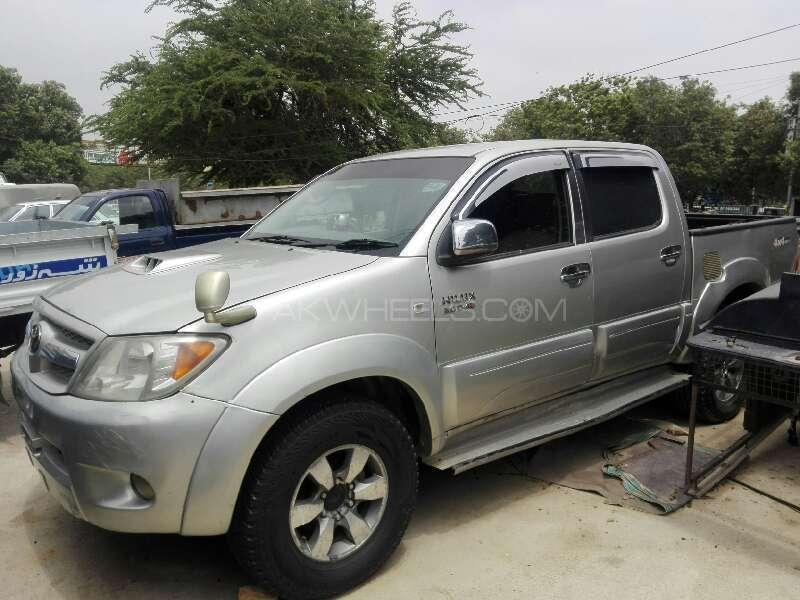 Toyota Hilux Vigo V 2005 Image-1