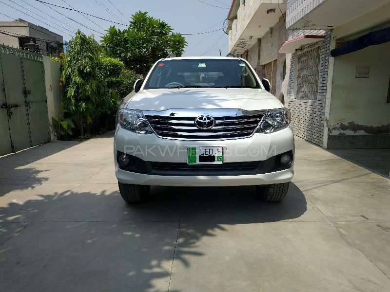 Toyota Fortuner 2013 Image-1