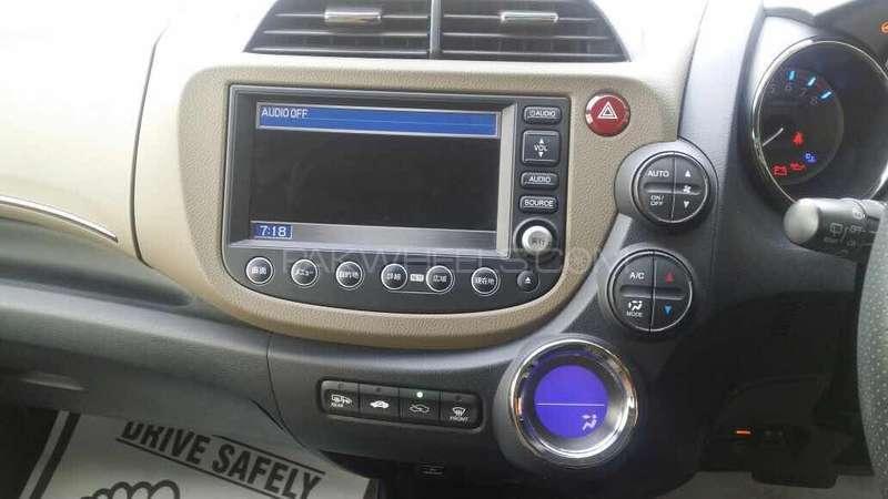Honda Fit Hybrid 2013 Image-8