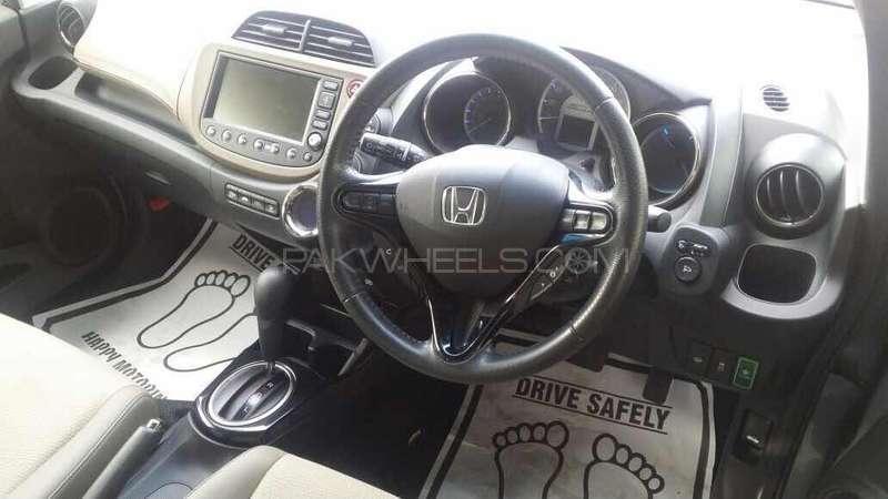 Honda Fit Hybrid 2013 Image-9