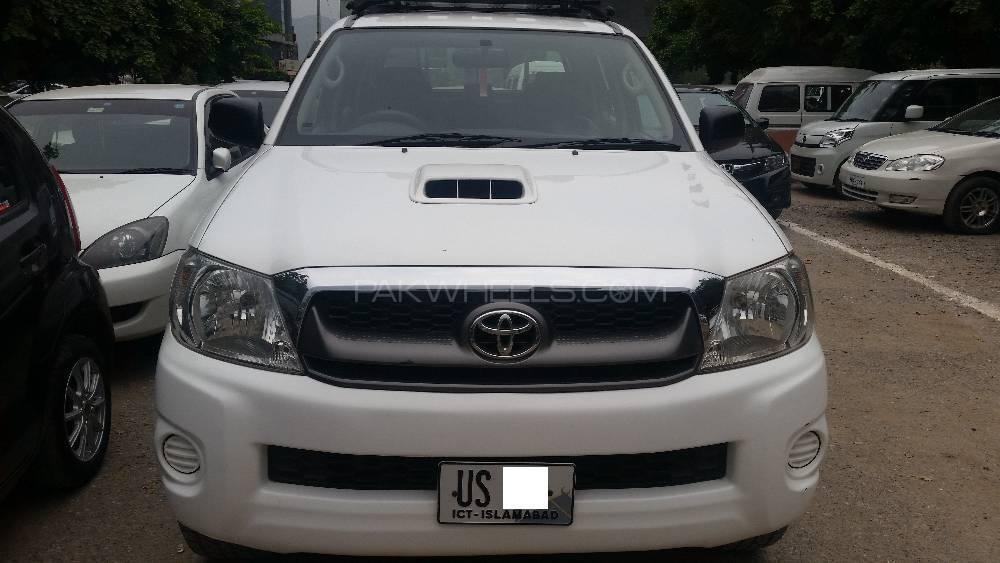 Toyota Hilux Vigo V 2010 Image-1