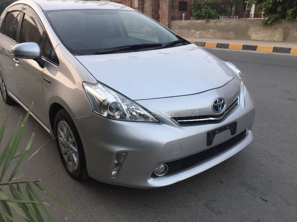 toyota prius s 1 8 2012 for sale in faisalabad pakwheels. Black Bedroom Furniture Sets. Home Design Ideas