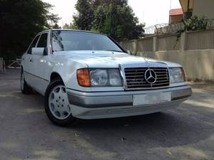 Slide_mercedes-benz-e-class-e-200-1990-13120624