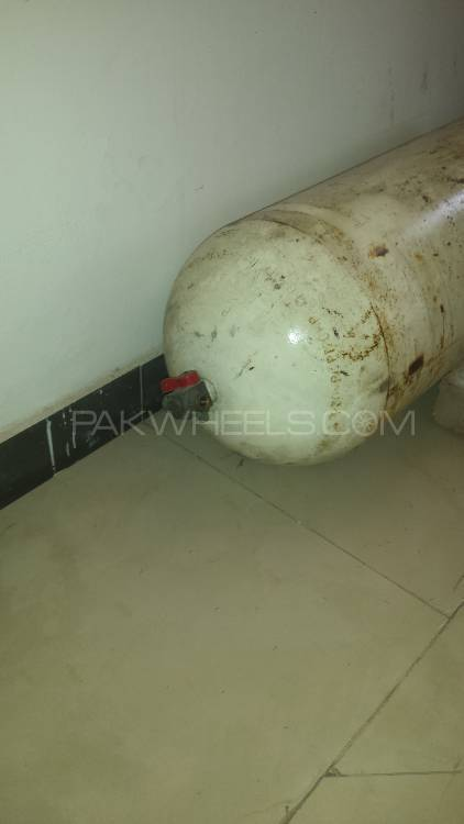 Cng kit and cylinder for urgent sale Image-1