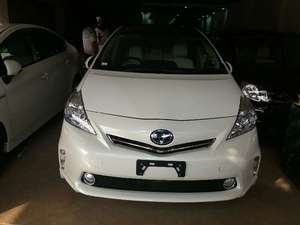 Toyota Prius Alpha G Touring 2013 for Sale in Lahore
