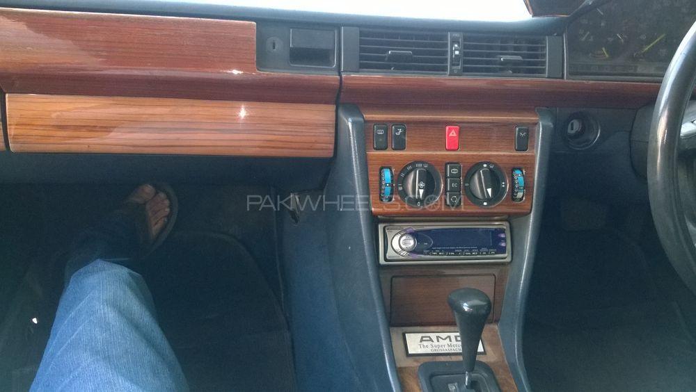 Mercedes Benz E Class E230 1989 Image-1