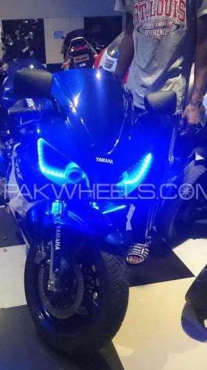 Honda CBR 400 2000 Image-1