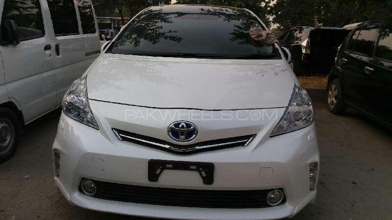 Toyota Prius Alpha G Touring 2014 Image-1