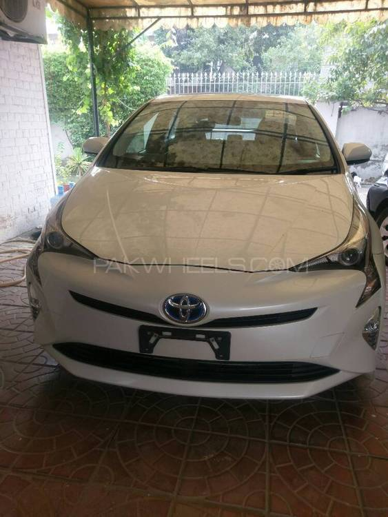 Toyota Prius S Touring Selection 1.8 2016 Image-1