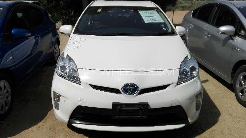 Toyota Prius L 1.8 2013 Image-1