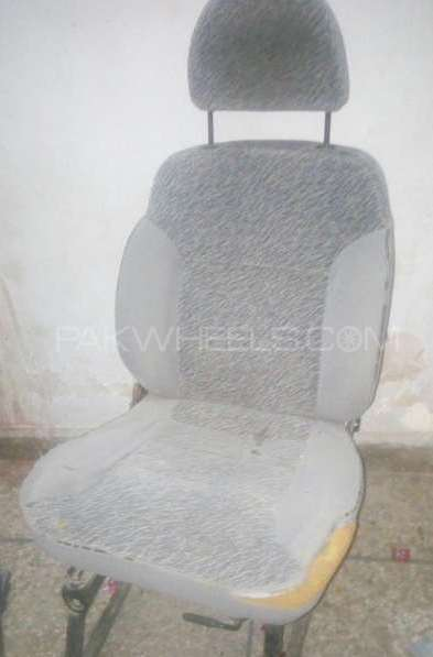 10 car seats avaliable with stand Image-1