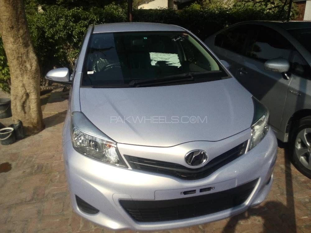 Toyota Vitz F Chambre A Paris Collection 1.0 2013 Image-1