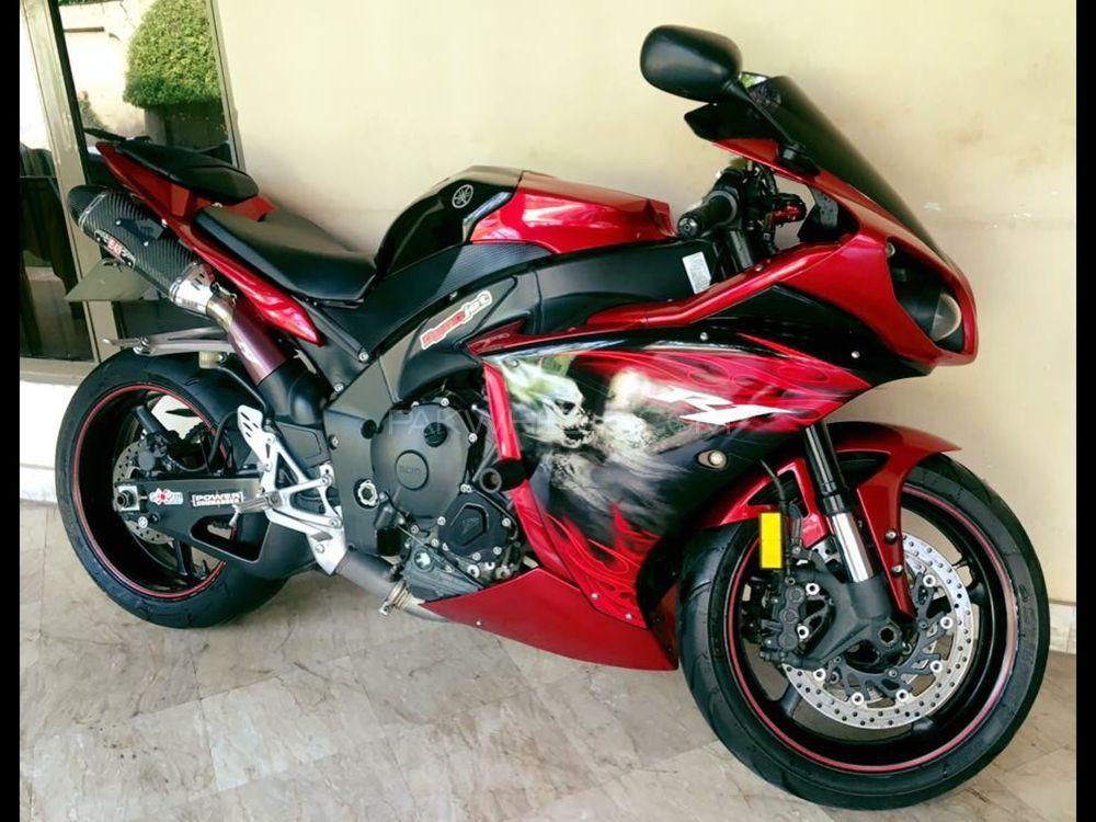 Yamaha YZF-R1 2011 Image-1