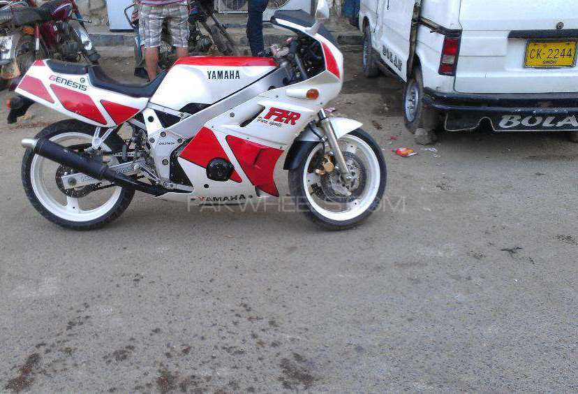 Yamaha FZR 400 1996 Image-1