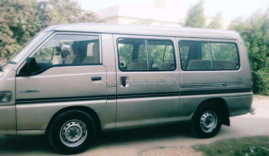 Mitsubishi Hiace 2004 Image-1