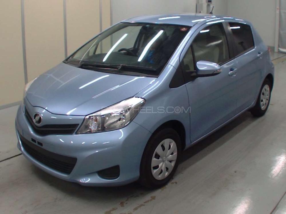 Toyota Vitz F 1.0 2013 Image-1