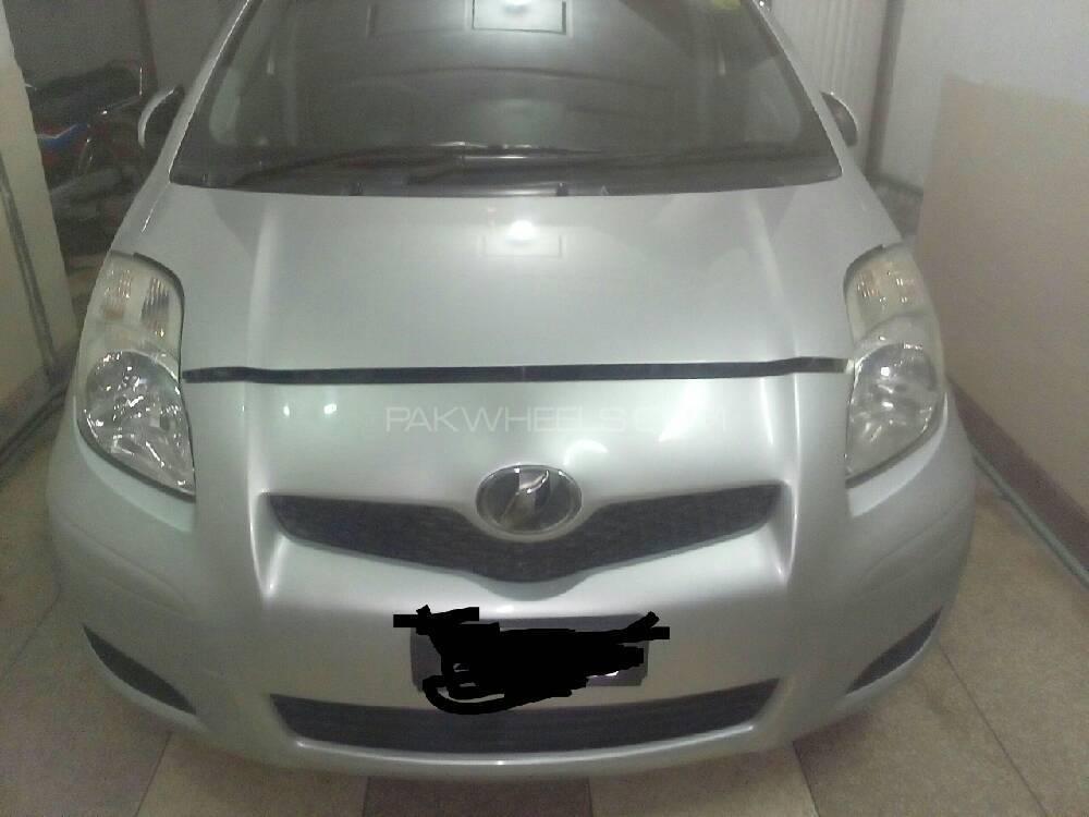 Toyota Vitz 2009 Image-1